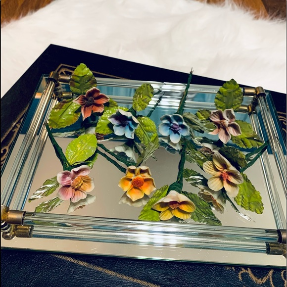 🦋2/$10 3/$15 4/$18 5/$20 Vintage Ceramic Flowers